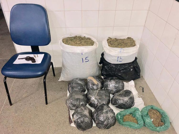 O suspeito e o material apreendido foram encaminhados para a delegacia Jacobina - Foto: Divulgação l Polícia MIlitar
