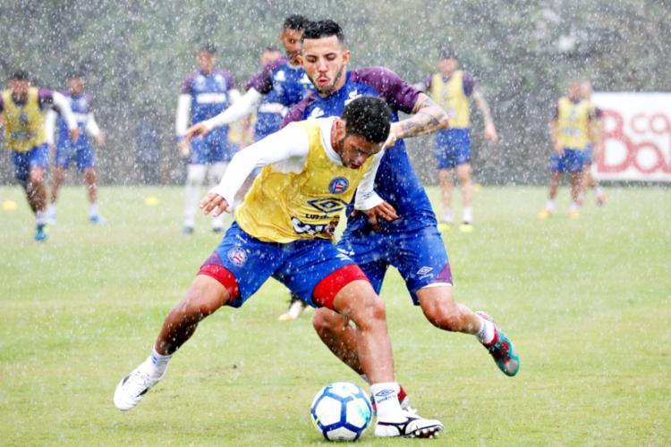 Atletas treinaram debaixo de chuva nesta sexta - Foto: Felipe Oliveira | EC Bahia