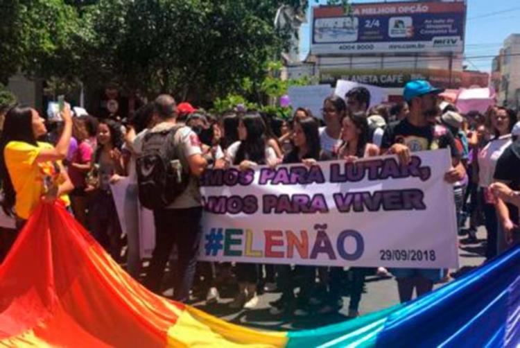 Manifestantes também protestaram em Vitória da Conquista