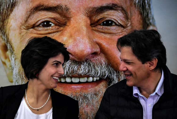 Haddad assume a candidatura à Presidência e Manuela o acompanha como vice - Foto: Nelson Almeida   AFP