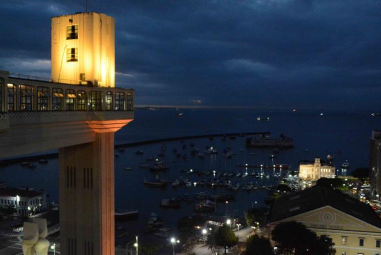 Ascensor permanecerá com iluminação em amarelo como parte da campanha - Foto: Jefferson Peixoto | Secom