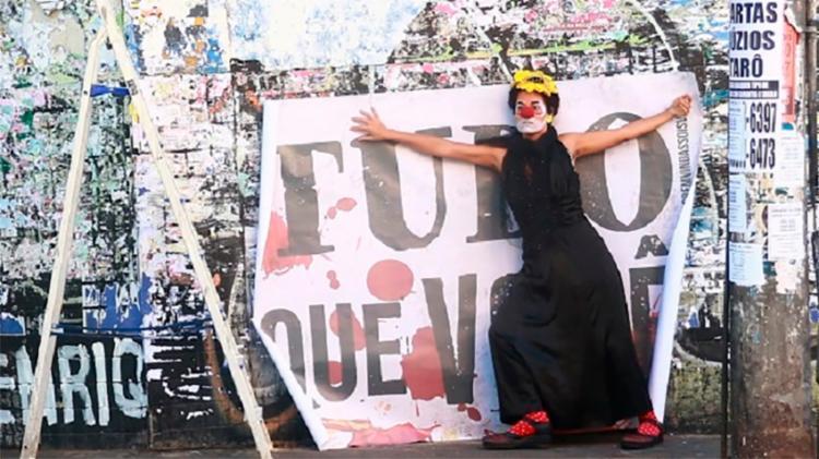 Felícia de Castro encara a palhaça Bafuda Orgância no espetáculo - Foto: Divulgação