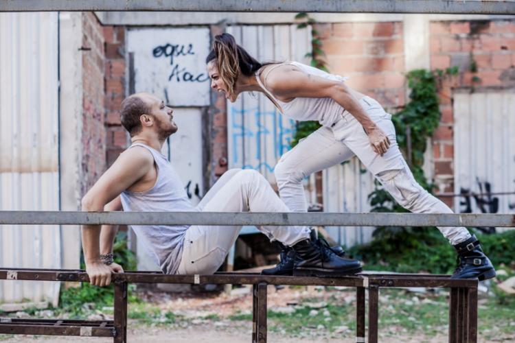Duda Woyda e Mariana Moreno protagonizam a montagem - Foto: Heder Novaes | Divulgação
