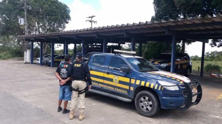 Suspeito foi detido e encaminhado à delegacia judiciária local - Foto: Divulgação | PRF-BA
