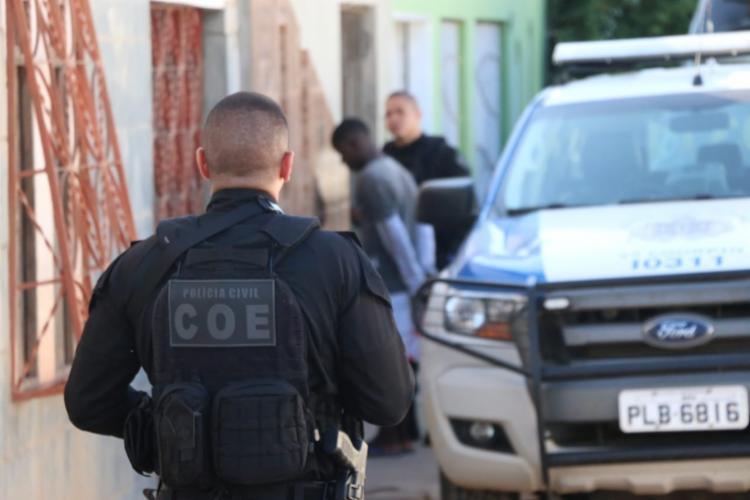 Policiais civis e militares cumprem mandados de prisão e busca e apreensão em Alagoinhas - Foto: Alberto Maraux | Divulgação | SSP-BA