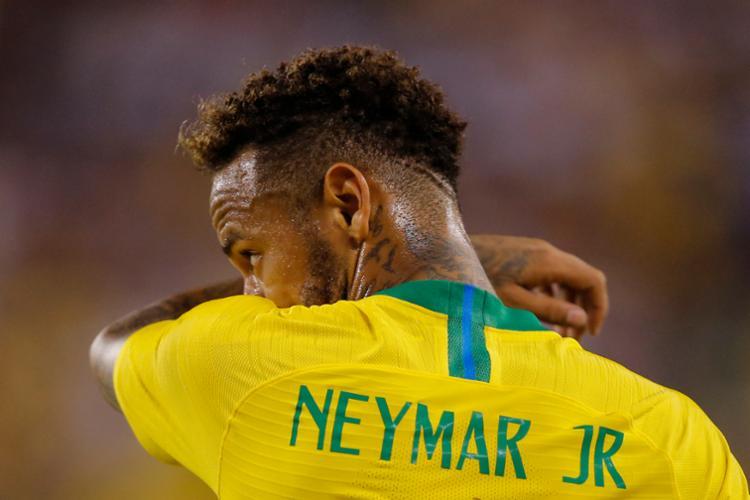 Neymar é um dos seis brasileiros que concorrem a um lugar na seleção do mundo de 2018 - Foto: Eduardo Munoz Alvarez | AFP