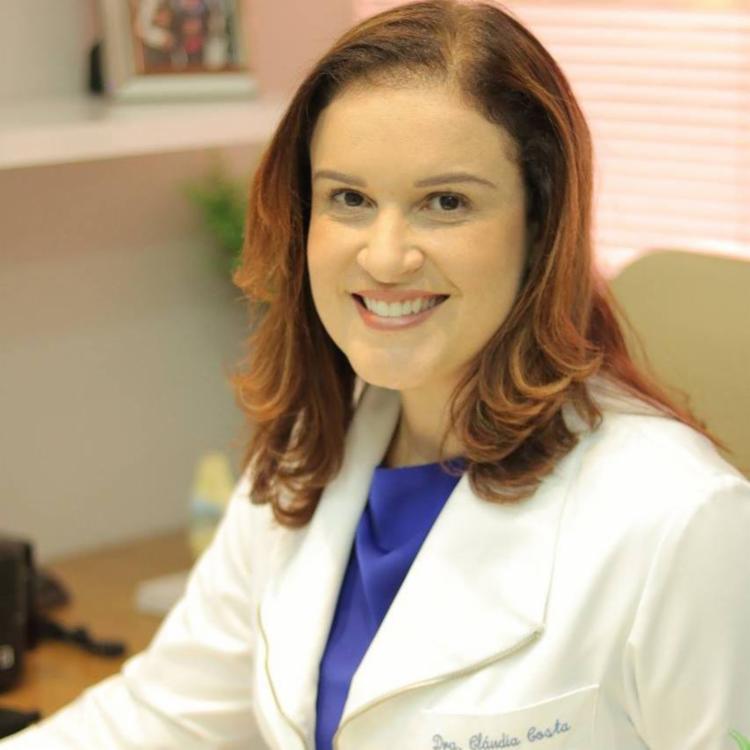 Doutora Claudia Costa ensina que é importante tomar cuidado com a saúde articular do idoso - Foto: Divulgação