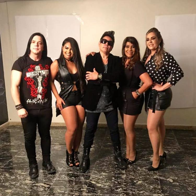 Segundo a cantora Paulinha, o registro no palco era apenas uma brincadeira entre os integrantes - Foto: Reprodução   Instagram