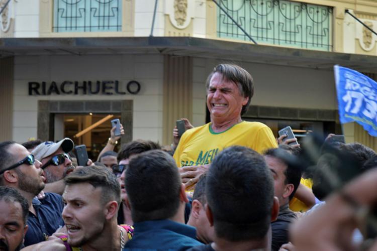Bolsonaro suspeita que a facada tenha sido fruto de um atentado político - Foto: Raysa Leite   AFP