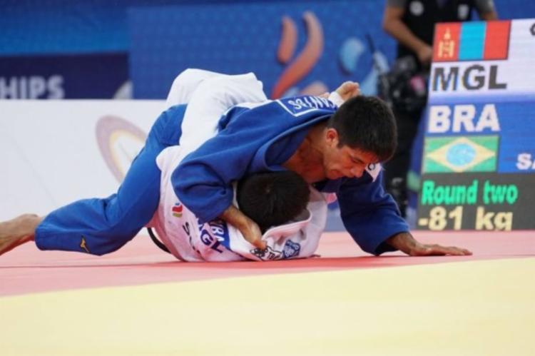 O Mundial continua nesta segunda-feira e Rafael Macedo (até 90kg) e Maria Portela (até 70kg) estarão em ação - Foto: CBJ