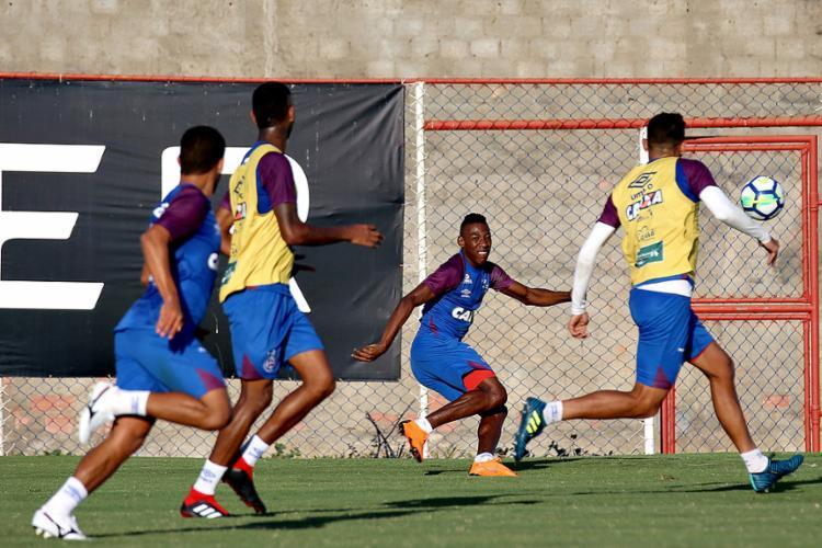 O lateral Léo sabe que o jogo de domingo será difícil, mas não tem medo - Foto: Felipe Oliveira l EC Bahia