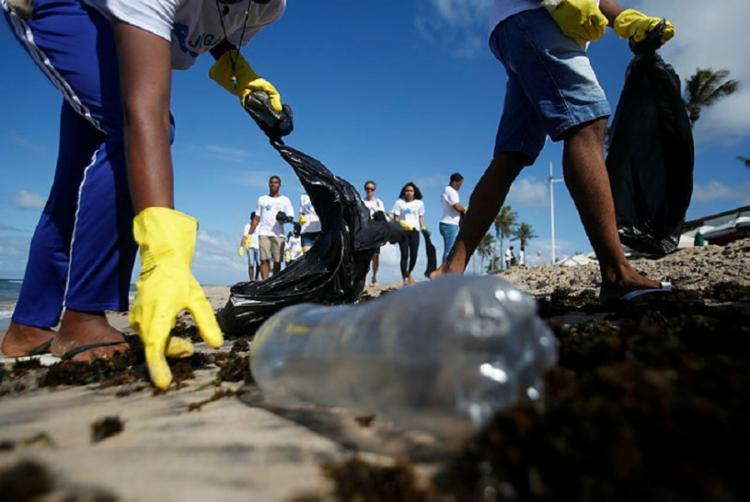 Os voluntários que comparecerão ao evento receberão material adequado para a limpeza - Foto: Joá Souza | Ag. A TARDE