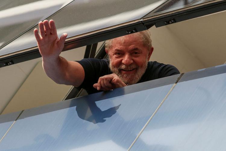 Desde 7 de abril, Lula cumpre, na capital paranaense, pena de 12 anos e um mês de prisão - Foto: Miguel Schincariol   AFP