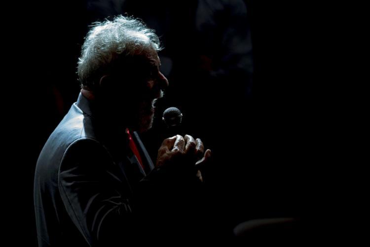 Plenário do TSE decidiu barrar a candidatura de Lula por considerá-lo ficha-suja - Foto: Mauro Pimentel | AFP