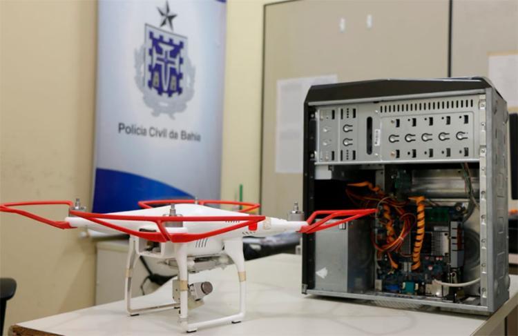 Um drone utilizado pelo bando para monitorar a movimentação dos pontos de vendas de drogas foi apreendido