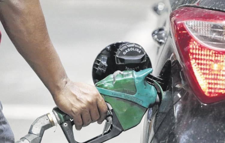 A gasolina aditivada contém aditivos que melhoram a limpeza do motor - Foto: Luciano Carcará | Ag. A TARDE