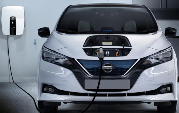 Nissan Leaf é vendido em diversos países com motor elétrico de 150cv - Foto: Divulgação