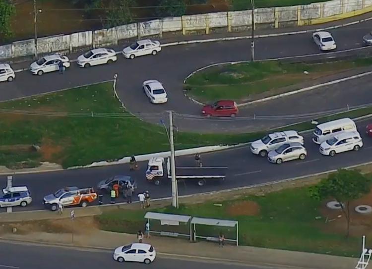 Acidente deixou trânsito lento na manhã desta segunda - Foto: Reprodução | TV Bahia