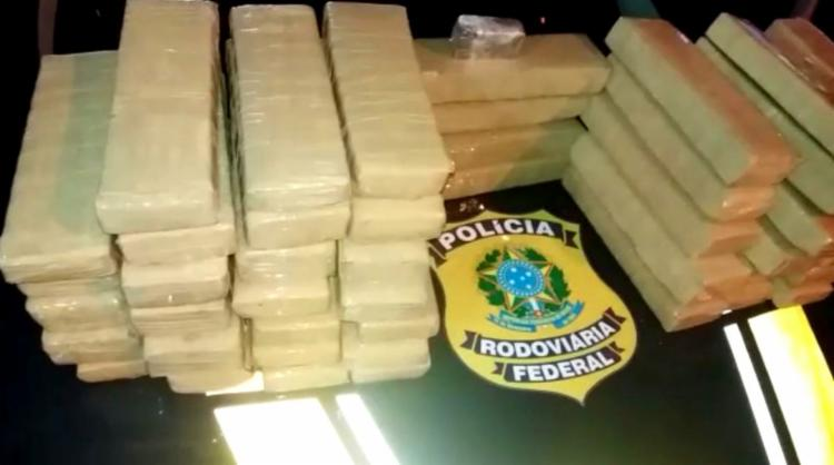Ao todo foram apreendidos 51 kg de maconha e 3,3 kg de cocaína - Foto: Divulgação   PRF-BA