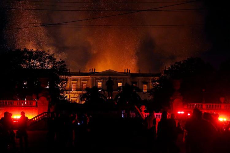 Bombeiros e funcionários do museu retiraram uma parte do acervo - Foto: Tânia Rego | Agência Brasil