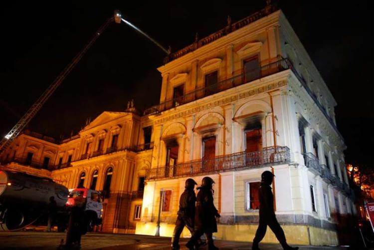 Incêndio atinge o Museu Nacional do Rio de Janeiro na noite deste domingo - Foto: Tânia Rego | Agência Brasil