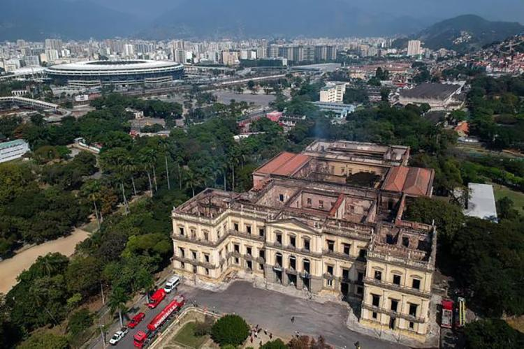 Prédio e acervo do Museu Nacional foram destruídos por incêndio - Foto: Mauro Pimentel | AFP