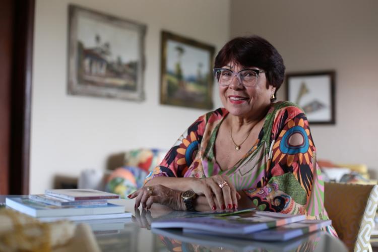 Hoje, às 18h, Nairzinha lança o livro de poemas 'Outonizando, Os Tons da Vida', no Museu Carlos Costa Pinto - Foto: Raul Spinassé / Ag. A TARDE