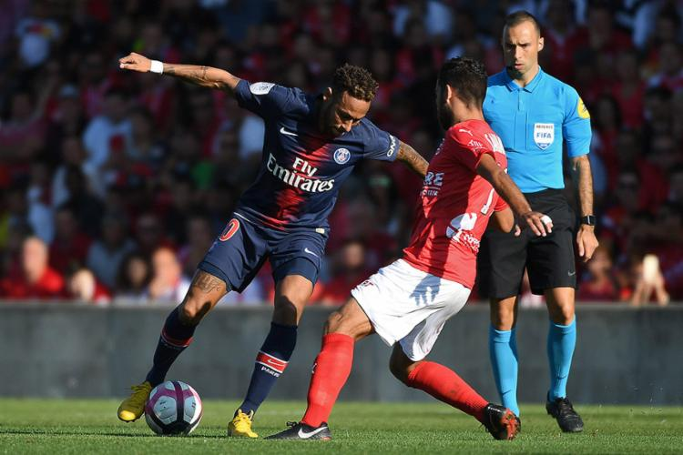 Neymar foi responsável pela abertura do placar no estádio Costières aos 36 minutos - Foto: Pascal Guyot l AFP