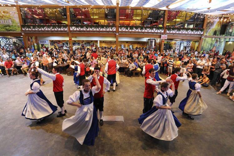 Apresentação folclórica no Orktoberfest - Foto: Divulgação