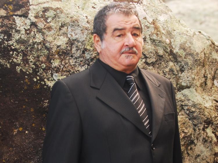 Ator é protagonista do espetáculo A Tropa, que foi adiado - Foto: Divulgação