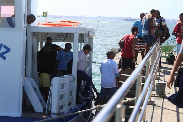 Prejudicada pela maré baixa e pelo mau tempo, o sistema foi suspenso - Foto: Joá Souza   Ag. A TARDE