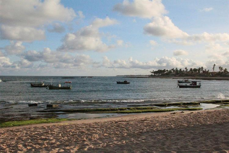 Em 2017, foram retirados cerca de oito toneladas de lixo num trecho de 12 km de praia - Foto: Marcelo Poletto l Divulgação