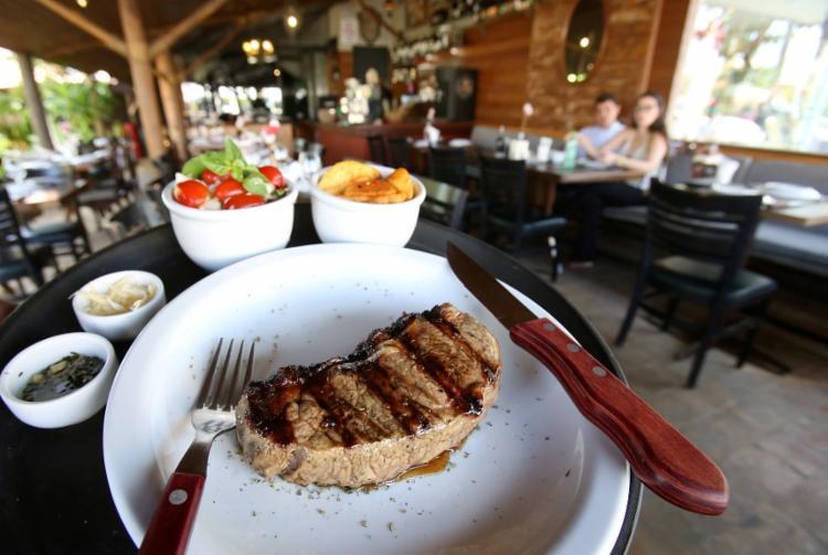 No El Carreiro, o almoço executivo custa entre R$ 39 e R$ 49 com entrada, prato principal e sobremesa - Foto: Adilton Venegeroles / Ag. A TARDE