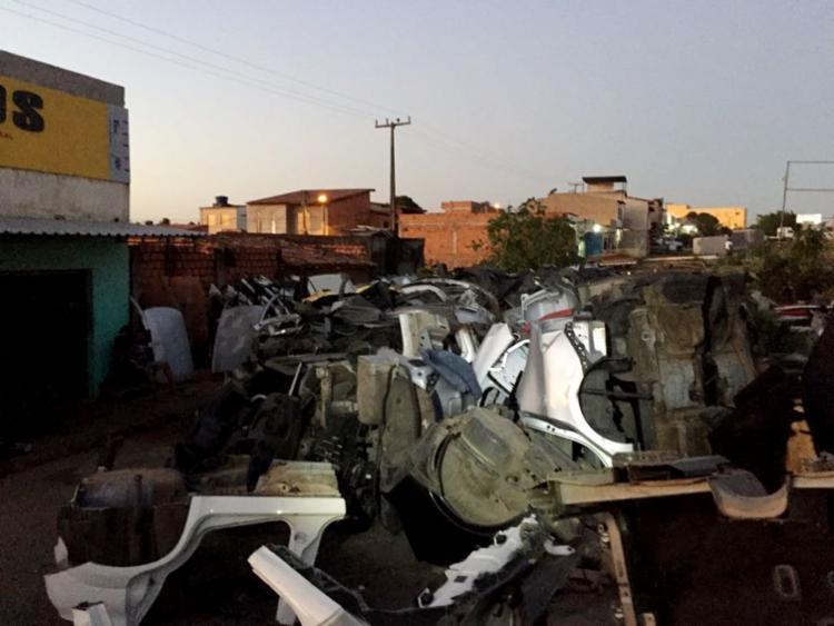 No local da prisão, a polícia encontrou três veículos e peças de desmanche - Foto: Divulgação | Polícia Civil