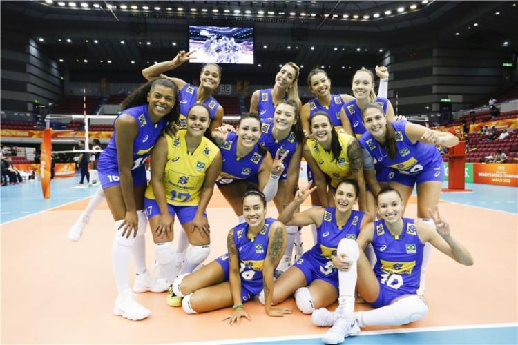 Seleção brasileira feminina comemorou a vitória sobre as dominicanas - Foto: Divulgação l FIVB