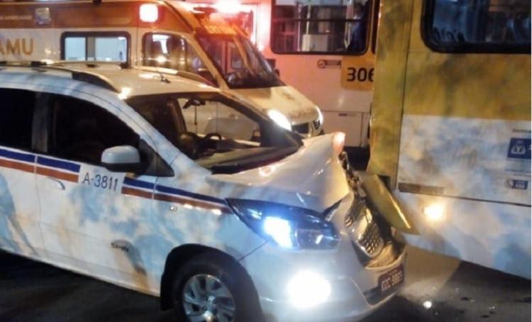 Após ser baleado, taxista perdeu controle da direção e colidiu na traseira de ônibus - Foto: Cidadão Repórter   Via WhatsApp