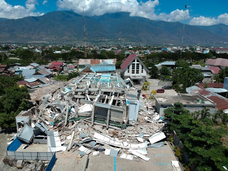 Terremoto causou destruição em várias partes da Indonésia