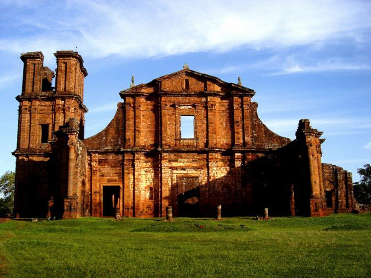 O Sítio Histórico com os prédios remanescentes dão ao visitante a ideia da planta da Redução Jesuíta - Foto: Goldemberg Fonseca de Almeida