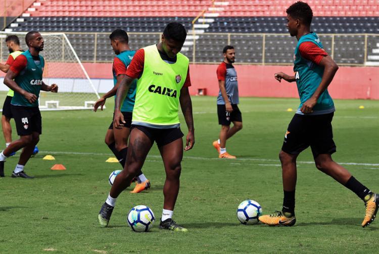 O lateral Jeferson e o volante Rodrigo Andrade, que estavam suspensos na última rodada, estão de volta - Foto: Mauricia da Matta | EC Vitória