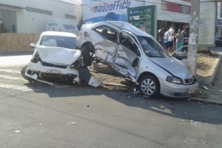 O acidente aconteceu na manhã deste domingo, 16 - Foto: Blog do Anderson