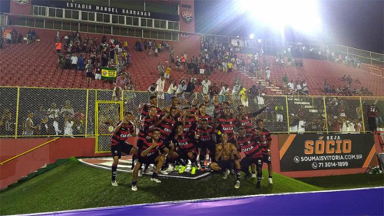 Jogadores do Leãozinho comemoram vantagem para o duelo da volta - Foto: Reprodução l Twitter l @ecvitoria