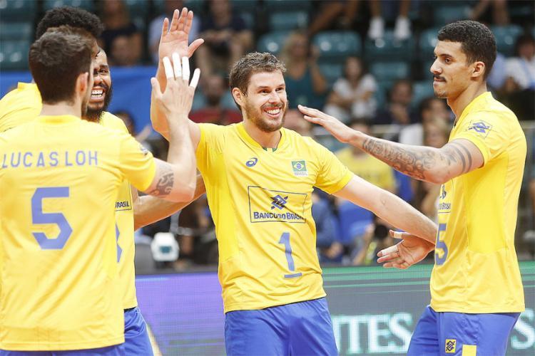 Brasil venceu por 3 sets a 0 e lidera o Grupo F, com 14 pontos, - Foto: Divulgação l FIVB