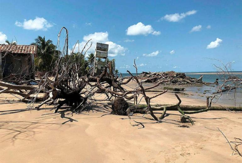 Prefeitura de Vera Cruz inicia derrubada de casas atingidas pelo mar   Divulgação l Prefeitura de Vera Cruz