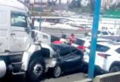 Batida causa engavetamento com sete carros e duas carretas na Via Expressa | Foto: Cidadão Repórter via WhatsApp