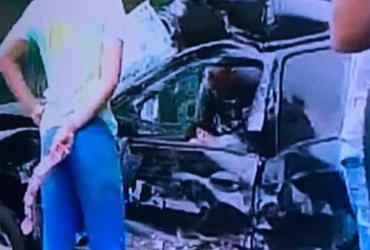 Motorista fica preso às ferragens após colisão com caminhão na Paralela | Reprodução | TV Record