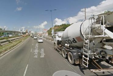 Motociclista fica ferido após acidente na avenida ACM | Reprodução | Google