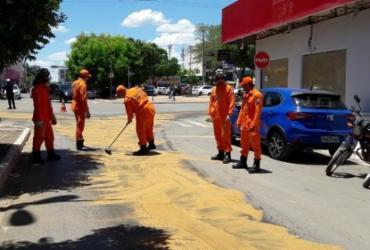 Van dos Correios apresenta problema e derrama óleo na pista em LEM | Blogbraga | Repórter Ivonaldo paiva