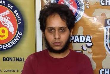 Suspeito é localizado embaixo de sofá em Boninal | Divulgação | SSP-BA
