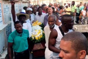 Comoção e revolta marcam enterro do mestre Moa do Katendê | Reprodução l Instagram l @jornalatarde
