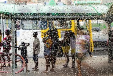 Tempo chuvoso deve permanecer em Salvador após chegada de frente fria | Heitor Oliveira | Ag. A TARDE